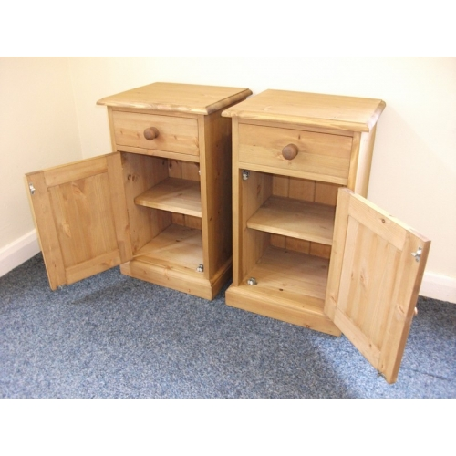 Pair of pine bedside cabinets - Of Pine Bedside Cabinets